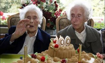 جشن-تولد-دوقلوهای-100-ساله-بلژیک-